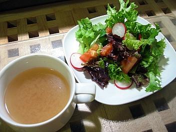 梅スープとサラダ