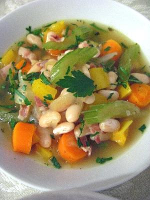 白いんげん豆と野菜のスープ煮