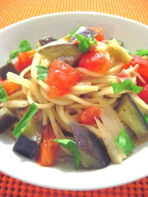 なす、トマト、ベーコンのシンプル和風スパゲティ