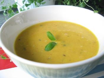 冷たいニンジン豆乳スープ