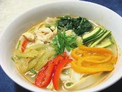 鶏と野菜のトムヤム麺