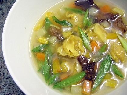 ワンタンと野菜のスープ