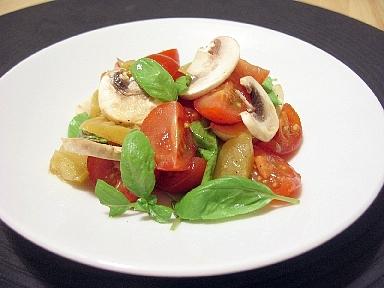 トマトと塩漬ライムのサラダ