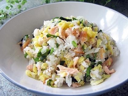 鮭、卵、わかめの混ぜご飯