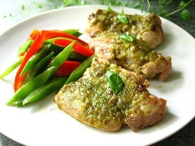 鶏肉のジェノベーゼソース焼