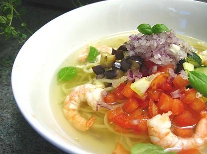 エビと夏野菜の冷たいスープパスタ
