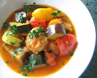 夏野菜とミートボールのフレッシュトマト煮