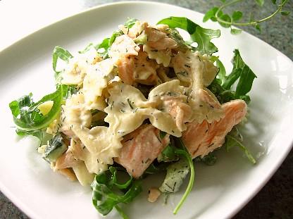 鮭とルーコラのパスタサラダ