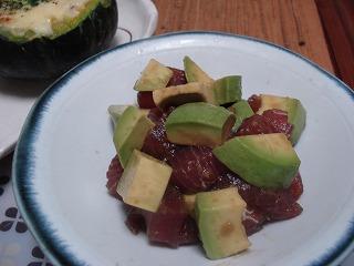 アボカドとマグロの柚子コショウ醤油漬け