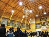 2012.2.7 新居浜特別支援学校開校記念式典で今割れたくす玉1