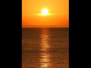 「オホーツクの夜明け」~標津町の海岸から朝陽を望む