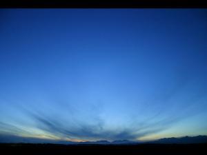 「地平線の彼方から」~春・中標津町の夕暮れ