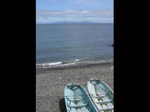 「遥かなる国後」~知床・羅臼町から海を望む