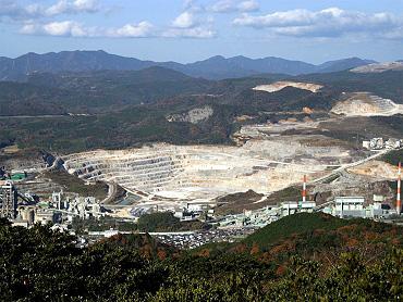 桜山総合公園から望む採石場