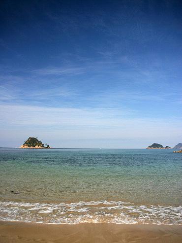 美しい海岸線と鳴き砂が有名な「清ヶ浜」
