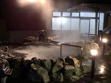 トロン温泉・露天岩風呂