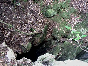 鐙峠の竪穴
