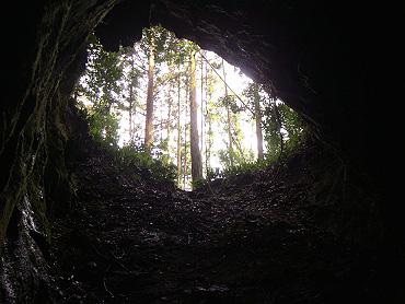 寺山の穴-3