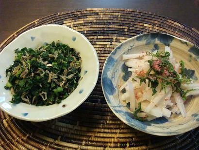大根葉の炒め物とサラダ