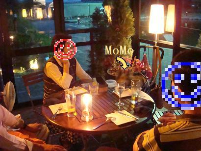 ちょっと薄暗いテーブル