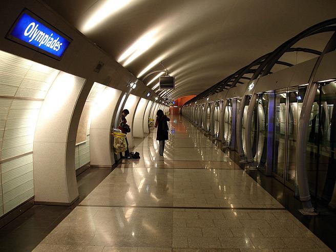 Metro_Paris_-_Ligne_14_-_station_Olympiades_04.jpg