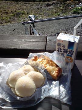 牛乳ミルクパンとアップルパイ