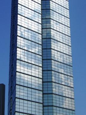 福岡タワーに写る青空