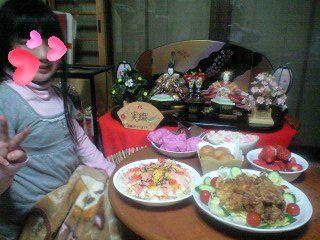 090303雛祭り実織と料理-0001