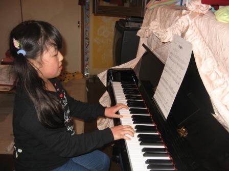 IMG_0002実織ピアノの練習
