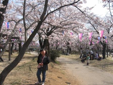 IMG_0038実織と桜とタンポポ組の人たち席取り