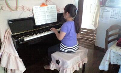 090607ピアノ練習実織