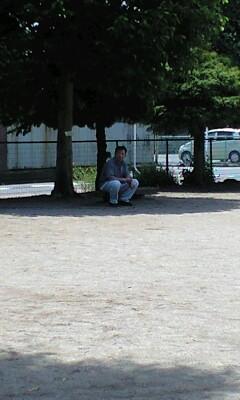 090607木陰で休むパパ