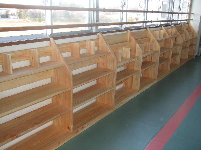 幼稚園の本棚