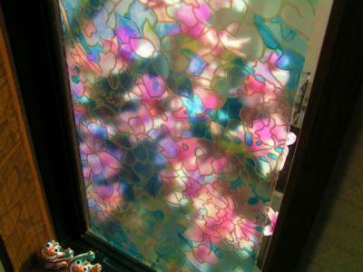 縮小 縮小  窓辺の満開のモクレン