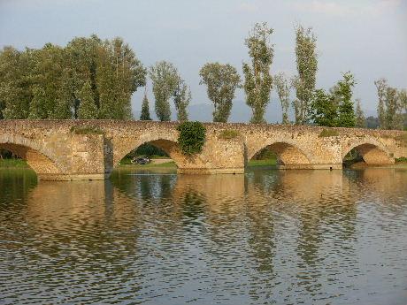 モナリザの背景の橋