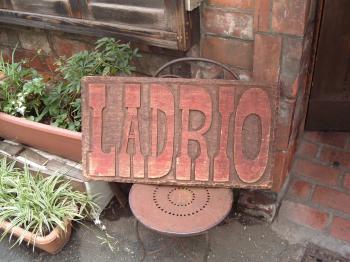 ラドリオ看板