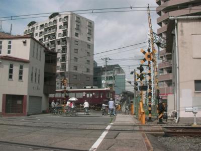 淡路駅西側の踏切