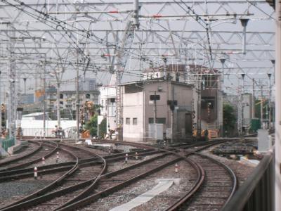 淡路駅西側