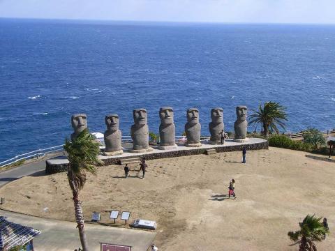 080210-Moai