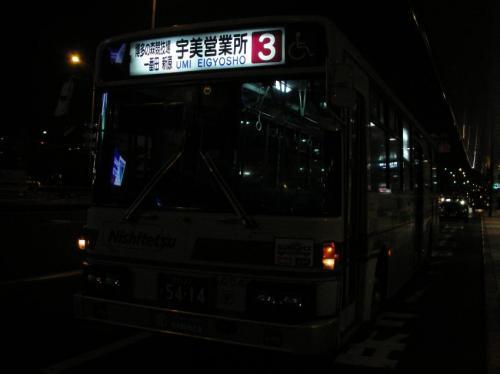 福岡空港にて早見5004.方向幕に違和感を覚えるのは自分だけであろうか・・・。
