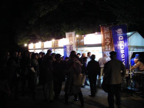 承天寺内に設置された露店。そば、蕎麦饅頭、博多うどんなんかがいただけました。今年も出るだろう・・・。