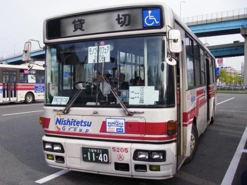 マリンメッセにて久留米5205。なぜかこの日は久留米、原、吉井、大川から臨時バスが来ていた。Why?