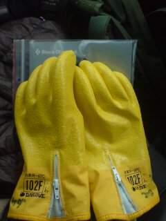 20120110 黄色の手袋