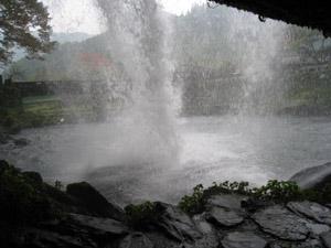慈音の滝裏2