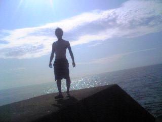 照りつく太陽と海