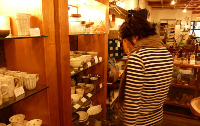 ⑪wife at the shop[1]