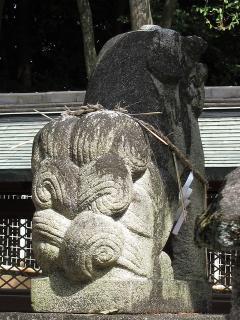 吽形の狛犬さん