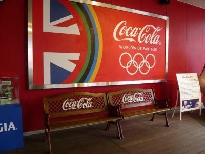 当然ベンチもコカ・コーラ