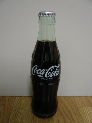 お土産に瓶コーラを買っちゃいました。