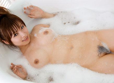お風呂でヌルヌルな泡まみれのおっぱいを揉みたいね♪